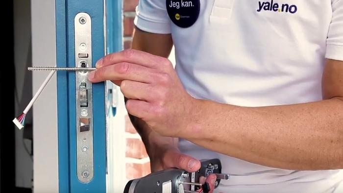 Godt sikkerhetsnett når låsesmeden tar seg av monteringen av elektronisk dørlås