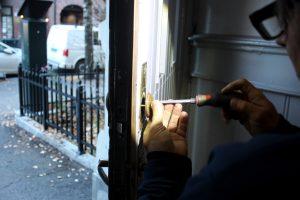 Hvor mye koster det å installere en ny dørlås?